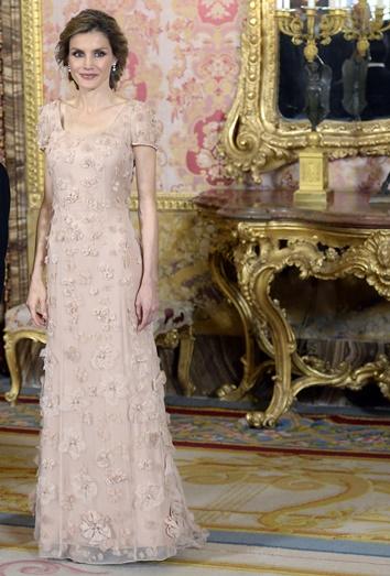 a91f2f136 Vestidos de fiesta para madrinas de boda  una acompañante de lujo