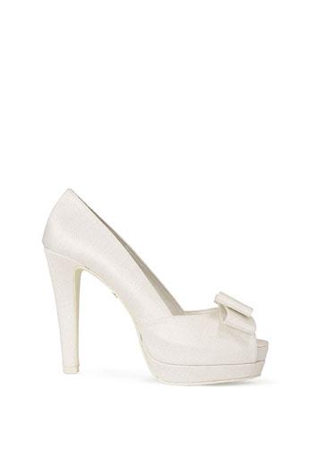 Zapatos para novias vestidas de Rosa Clará