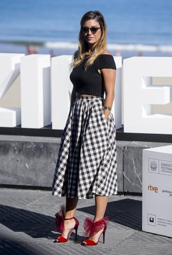 cfaa75d8e Combina tus faldas de cuadros como Blanca Suárez