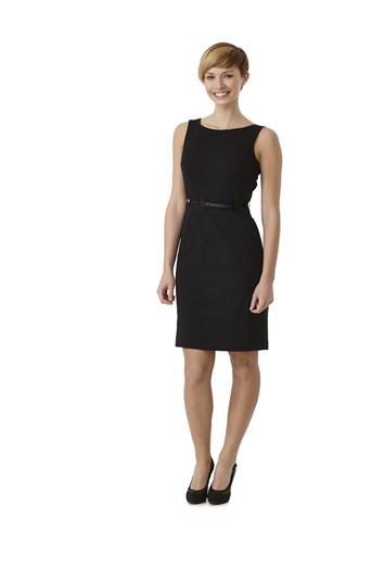 Como combinar un vestido negro para coctel