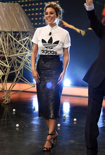 13c80891aa672a Copia el look glitter de Blanca Suárez con falda de lentejuelas