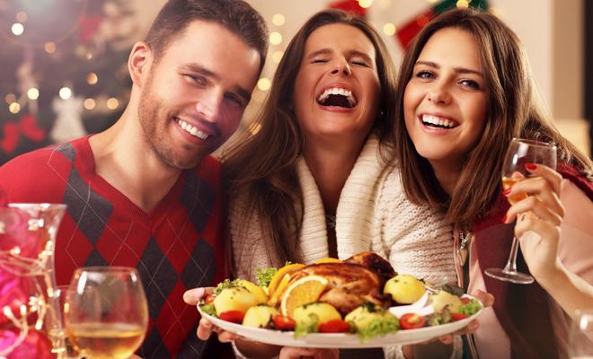 C mo organizar la cena de navidad con los amigos - Cena con amigos en casa ...