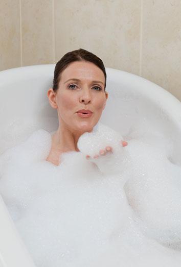 Sonar Con Un Baño Inundado:para muchas personas darse un baño o el propio cuarto de baño es un