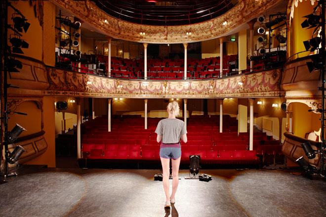 Soñar con teatro: tu personalidad cuando cae el telón