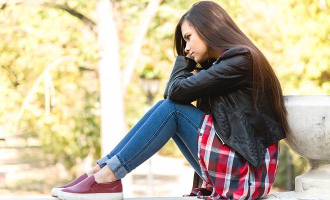 Soñar con el desprecio de un amigo: tu autoestima en peligro