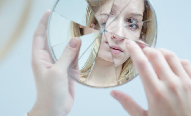 Resultado de imagen para e veo en el espejo roto