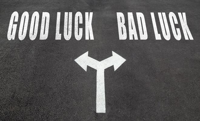 10 inequ vocos signos que indican que la mala suerte te - Acabar con la mala suerte ...