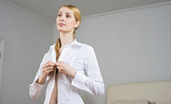 Sonar ver mujer vestida de blanco