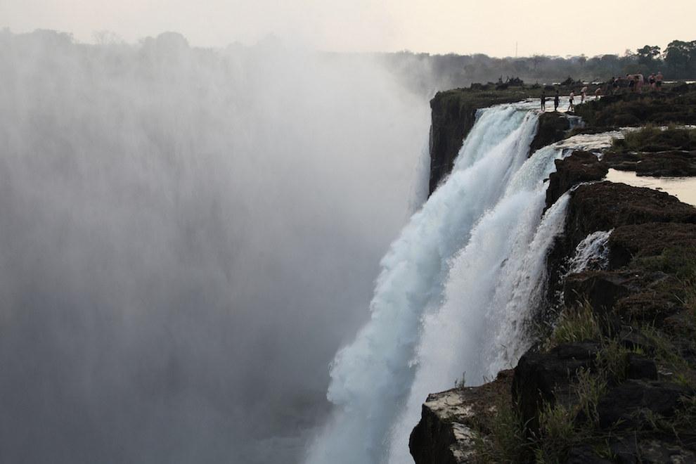 Lugares que provocan dolor de est mago for Piscina del diablo en zambia