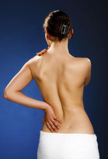 El dolor en el cuello delante de la parte derecha cerca del esófago