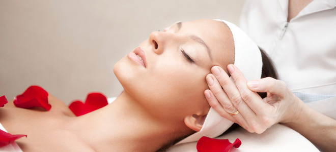 natural masaje sentado en la cara