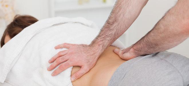 El veneno abejuno el tratamiento de la espalda