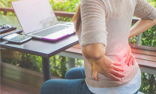 evita dolor de espalda provocado por llevar bolsos