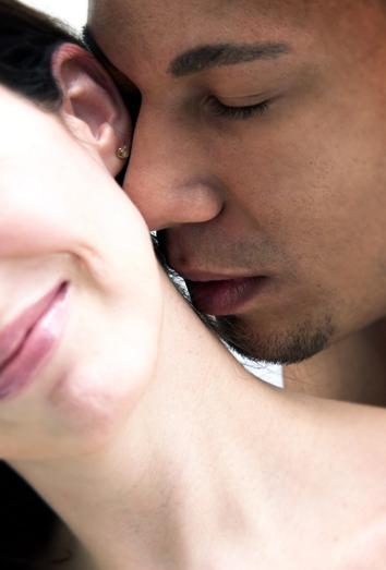 Saliva, mejor afrodisiaco natural que existe